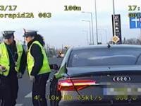 Policyjna eskorta kierowcy wiozącego duszącego się noworodka. Poznań