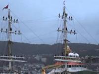 Marynarze śpiewają szanty po trzymiesięcznej podróży