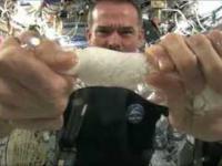 Jak wyglada wykrecanie wody ze scierki w kosmosie