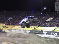 Lee O'Donnell robi frontflipa monster truckiem w Las Vegas