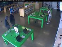 Trzech mężczyzn kradnie 6 MacBooków z Simply Mac, podczas gdy sklep był otwarty