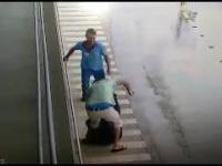 Facet nagle atakuje kobiete