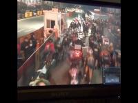 Jeden motocyklista versus wielu rowerzystów