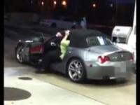 Otyła kobieta w BMW