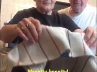 Fajny żart babci na dziadku
