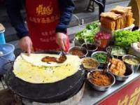 Chińskie jedzenie uliczne przygotowywane dla pary z Polski