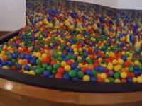 W Google możesz poczuć się jak dziecko - Google Ball Pit