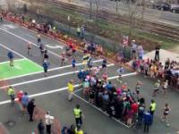 Skrzyżowanie podczas Maratonu Bostońskiego