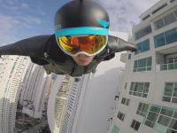 Lot w kombinezonie wingsuit między wieżowcami w Panama City