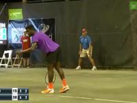 Mecz tenisistów zakłóciła głośno