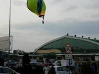 Wypadek balonu, zawadził o dach