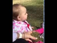Dziecko próbuje naparu z yerba mate po raz pierwszy.