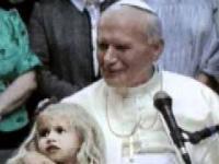 Wideo z 1991r. Dziewczynka pyta Jana Pawła II: ''A czy papież lubi żuć gumę Turbo?''