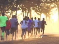 Jak absurdalnie szybko biegną najlepsi maratończycy?