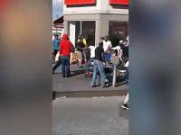 Uliczny sprzedawca złapał złodzieja, ten wrócił z kumplami i wysłał go na OIOM