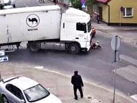 Centymetry od śmierci. Ciężarówka potrąciła kobietę