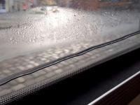 Woda dostała się między szyby w autobusie...