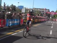 Kolarz świętuje wygranie etapu Giro de Italia 2017