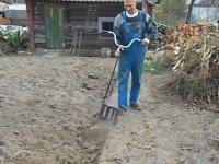 Pomysłowa łopata do przekopywania ogrodu