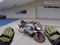 Gdybyście się zastanawiali jak wygląda sportowa jazda moto po torze