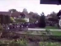 Horda islamskich emigrantów wkracza do cichego niemieckiego miasteczka