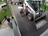 Wymiana starej nawierzchni asfaltowej na podjeździe do domu
