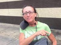 Kobieta udająca bezdomną zostaje zdemaskowana