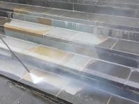 Przywracanie dawnego blasku zabrudzonym schodom