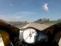 Tak wygląda awaryjne hamowanie motocyklem