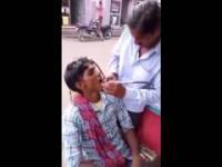 Indie uliczny dentysta