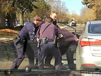 Kierowca nie chciał okazać dokumentów do kontroli. Policjant użył siły