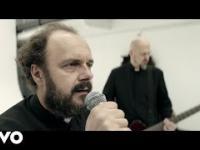 Dr Misio w kontrowersyjnym teledysku o księżach
