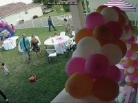 Zły sąsiad popsuł przyjęcie urodzinowe odłączając dzieciom nadmuchiwany zamek