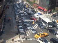 Reakcje kierowców z różnych państw na pojazd uprzywilejowany - pogotowie