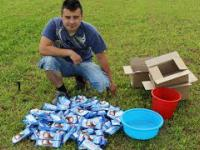 Kupił i otworzył 100 lodów big milk po to by sprawdzić ile wygra