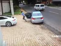 Przytomnie myślący kierowca Porsche zapobiega kradzieży swojego samochodu