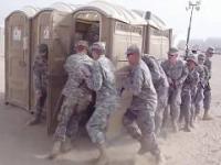 Ilu żołnierzy zmieści się w toi toiu?