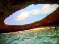 Niesamowita ukryta plaża u wybrzeży Meksyku