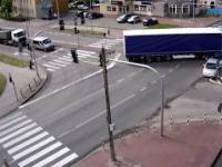 Kierowca ciężarówki staranował osobówkę