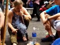 Turystka odważyła się zapalić wietnamski dziki tytoń i poniósł ją melanż