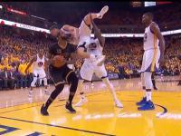 Ratowanie kolegi z drużyny przed kontuzją - level NBA