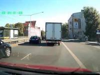 Kierowca prawie potrącony policjant