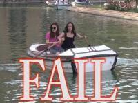 Dwie kobiety i trudna sztuka kierowania łodzią