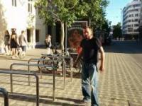 Gość przyłapany na próbie kradzieży roweru w biały dzień