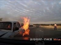 Kaukaska akcja ratunkowa pasażerów płonącego auta