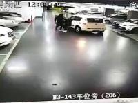 Kobieta została przejechana przez własny samochód
