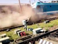 Rosyjska terenówka vs pociąg