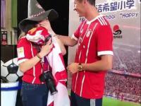Fanka popłakała się na widok Lewandowskiego