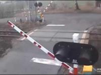 Intercity zmiata naczepę tira na feralnym przejeździe w Czerwionce