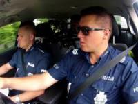 Uwaga Pirat - policjanci eskortują rodziców wiozących chore dziecko
